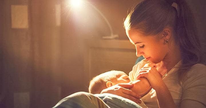Mi történik, ha koffein kerül az anyatejbe?