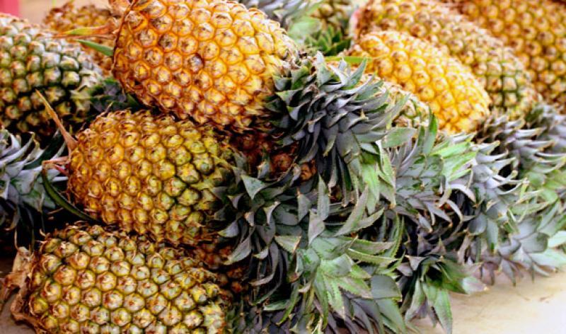 az ananász segít a férgektől)
