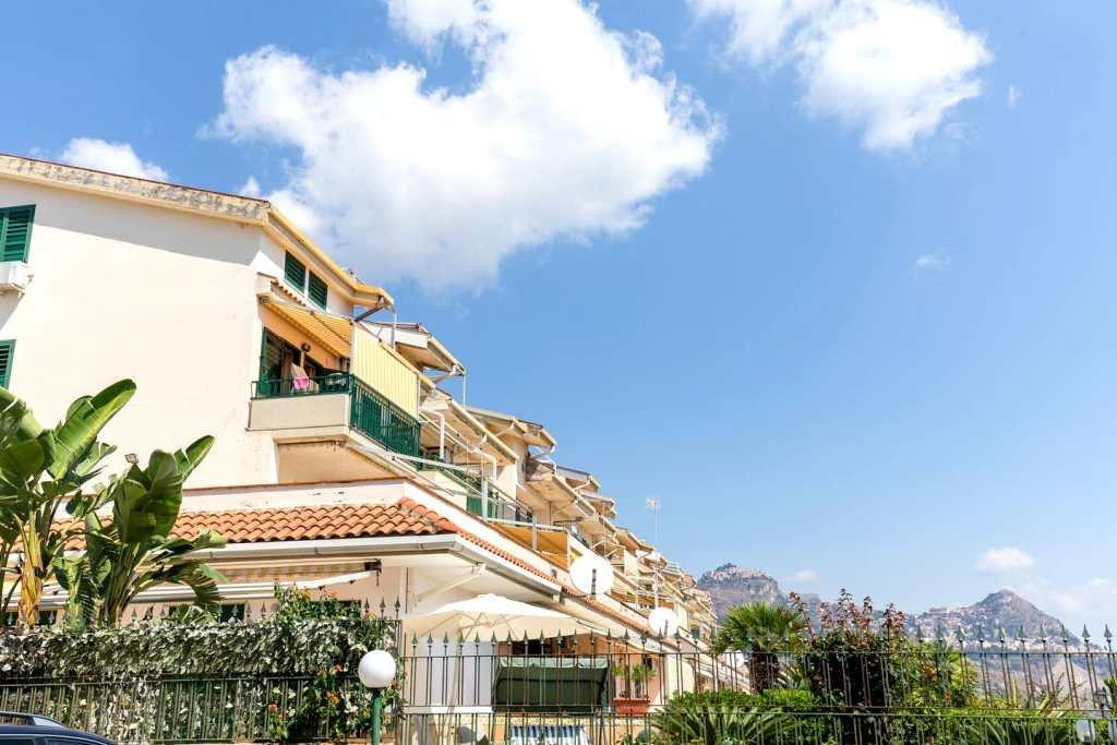 giardini naxos apartments for sale)